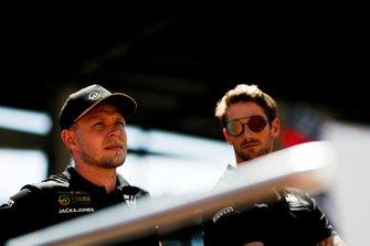 Kevin Magnussen, Haas F1, e Romain Grosjean, Haas F1