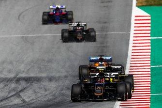 Kevin Magnussen, Haas F1 Team VF-19, leads Daniel Ricciardo, Renault F1 Team R.S.19, Carlos Sainz Jr., McLaren MCL34, Romain Grosjean, Haas F1 Team VF-19, and Alexander Albon, Toro Rosso STR14