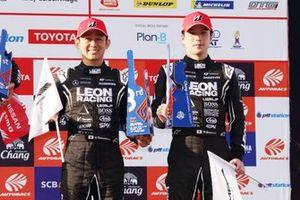 GT300 podium: third place #65 K2 R&D Leon Racing Mercedes AMG GT3: Haruki Kurosawa, Naoya Gamou