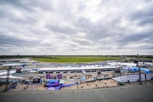 Panoramic view of the circuit, pits, the surrounding area