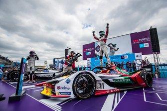 Лукас ди Грасси, Audi Sport ABT Schaeffler, 1st position, celebrates victory