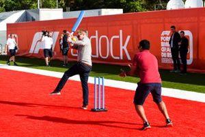 Simon Lazenby, Sky TV and Karun Chandhok, Sky TV play Cricket in the paddock