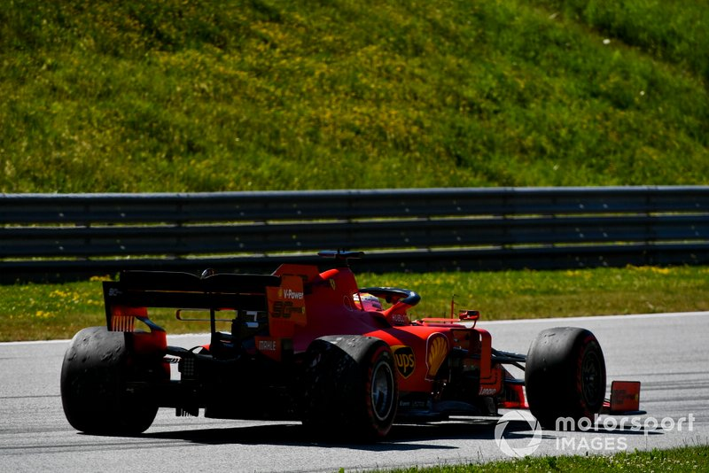 Sebastian Vettel, Ferrari SF90, torna lentamente ai box, dopo un'escursione fuori pista