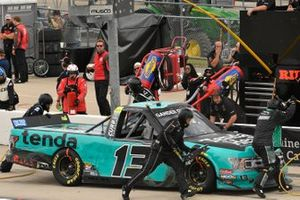 Johnny Sauter, ThorSport Racing, Ford F-150 Tenda Products pit stop