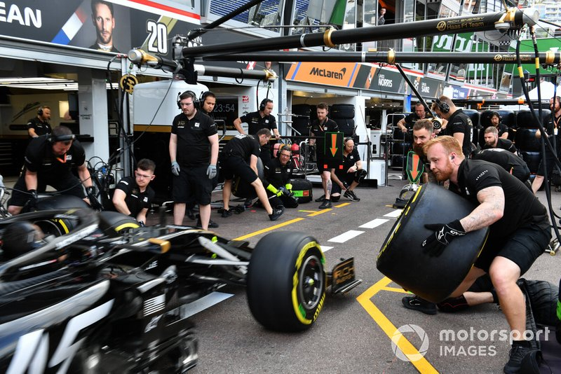 Haas F1 pit stop