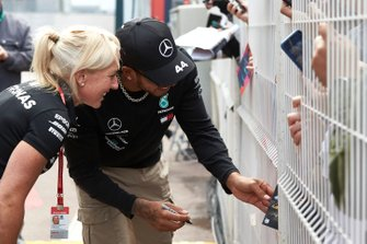 Lewis Hamilton, Mercedes AMG F1 signs an autograph for a fan with Angela Cullen of Lewis Hamilton