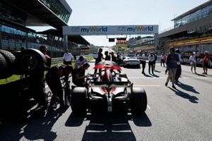 Nyck De Vries, ART Grand Prix, on the grid