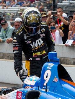 Sage Karam, Dreyer & Reinbold Racing Chevrolet, félicite Scott Dixon, Chip Ganassi Racing Honda