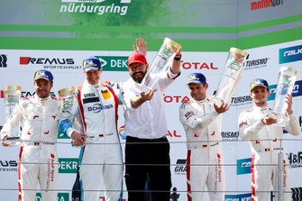 Podium: winnaar #4 Audi Sport Team Phoenix Audi R8 LMS: Pierre Kaffer, Frank Stippler, Frédéric Vervisch, Dries Vanthoor