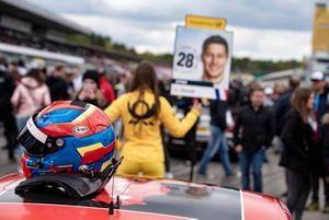 Шлем гонщика Audi Sport Team Phoenix Лоика Дюваля
