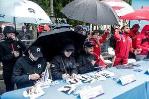 Tom Dillmann, NIO Formula E Team, Stoffel Vandoorne, HWA Racelab, Gary Paffett, HWA Racelab, signs autographs