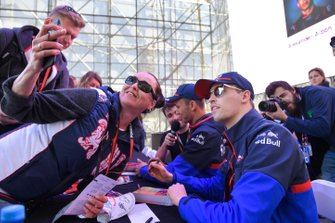 Daniil Kvyat, Toro Rosso poses for a selfie with a fan