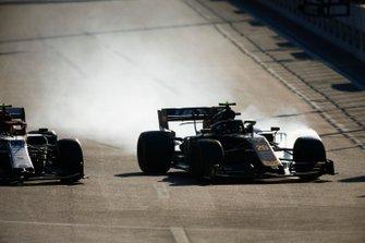 Kevin Magnussen, Haas F1 Team VF-19, locks up whilst battling with Antonio Giovinazzi, Alfa Romeo Racing C38