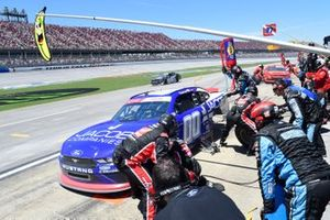 Cole Custer, Stewart-Haas Racing, Ford Mustang Jacob Companies, makes a pit stop