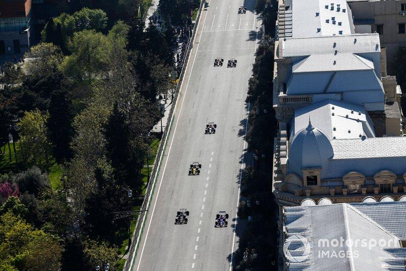 Daniil Kvyat, Toro Rosso STR14, devant Kevin Magnussen, Haas F1 Team VF-19, Nico Hulkenberg, Renault R.S. 19, et Antonio Giovinazzi, Alfa Romeo Racing C38