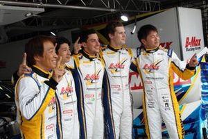 ニコラス・コスタ、高木真一、山口大陸、本山哲、ハリソン・ニューウェイ#300 TAIROKU RACING GT-R GT3)