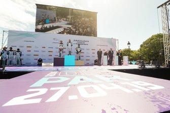 Ahmed Bin Khanen, Saudi Racing, 1st position, Célia Martin, Viessman Jaguar eTROPHY Team Germany, 2nd position, Yaqi Zhang, Team China, 3rd position, on the podium
