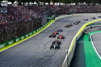 Lewis Hamilton, Mercedes AMG F1 W10 leads Max Verstappen, Red Bull Racing RB15, Sebastian Vettel, Ferrari SF90, Alexander Albon, Red Bull RB15 and Charles Leclerc, Ferrari SF90 at the restart
