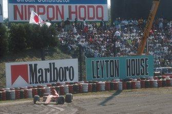 La voiture accidentée d'Alain Prost, Ferrari 641 in the gravel
