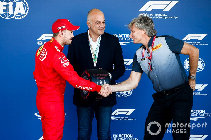 Sebastian Vettel, Ferrari con el premio Pirelli Pole Position Award