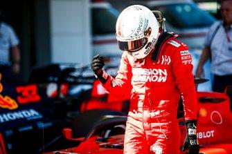 Pole man Sebastian Vettel, Ferrari, celebra en Parc Ferme
