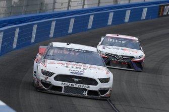 Brad Keselowski, Team Penske, Ford Mustang Discount Tire/Americas Tire, Denny Hamlin, Joe Gibbs Racing, Toyota Camry FedEx Office