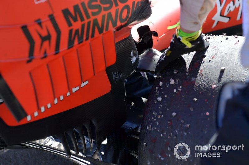 La suspensión dañada del monoplaza de Sebastian Vettel, Ferrari SF90