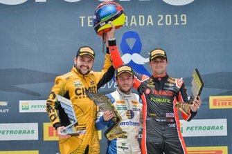 Felipe Fraga, Ricardo Mauricio e Nelson Piquet Jr. no pódio de Goiânia