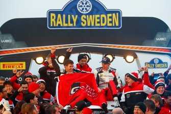 Elfyn Evans, Scott Martin, Toyota Gazoo Racing WRT Toyota Yaris WRC with the team
