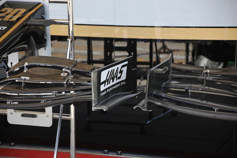 Haas F1 Team VF-19, detail voorvleugel