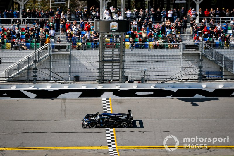 #10 Wayne Taylor Racing Cadillac DPi-V.R. Cadillac DPi, DPi: Renger Van Der Zande, Ryan Briscoe, Scott Dixon, Kamui Kobayashi takes the checkered flag