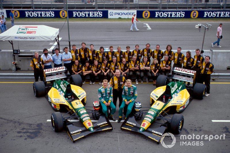 Johnny Herbert and Mika Hakkinen, Lotus with the team