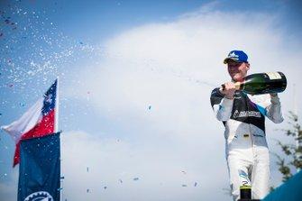 Il vincitore della gara Maximilian Günther, BMW I Andretti Motorsports festeggia sul podio
