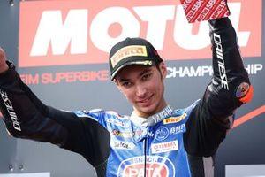 Podium: racewinnaar Toprak Razgatlioglu, Pata Yamaha