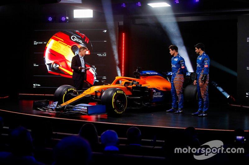 Carlos Sainz Jr., McLaren, Lando Norris, McLaren, Simon Lazenby, ospite