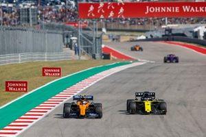 Lando Norris, McLaren MCL34, battles with Daniel Ricciardo, Renault R.S.19