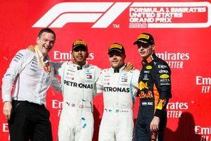 Wereldkampioen Lewis Hamilton, Mercedes AMG F1, race winnaar Valtteri Bottas, Mercedes AMG F1 en James Allison, Technical Director, Mercedes AMG met Max Verstappen, Red Bull Racing