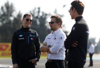 Stoffel Vandoorne, Mercedes Benz EQ insieme ad alcuni membri del team