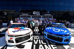 Front row: Pole sitter #47: Ricky Stenhouse Jr., JTG Daugherty Racing, Chevrolet Camaro Kroger, Alex Bowman, Hendrick Motorsports, Chevrolet Camaro Valvoline