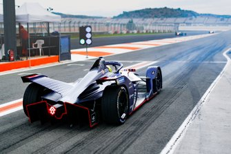 Robin Frijns, Envision Virgin Racing, Audi e-tron FE06, at the end of the pit lane