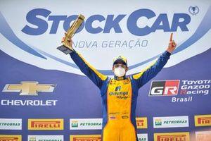 Thiago Camilo comemora pole position em Cascavel