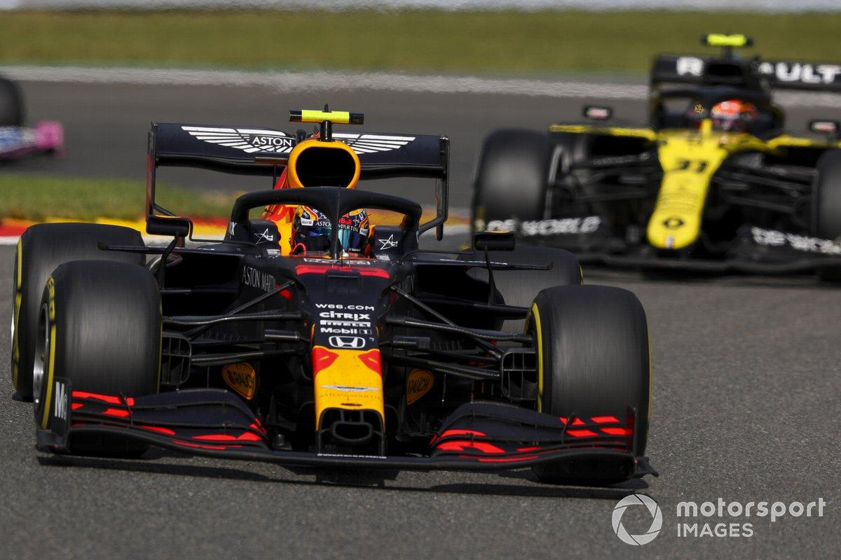 Alex Albon, Red Bull Racing RB16, Esteban Ocon, Renault F1 Team R.S.20