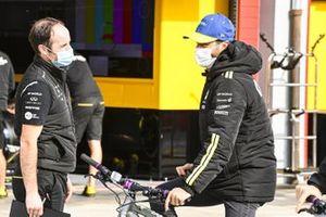 Daniel Ricciardo, Renault F1, en bici