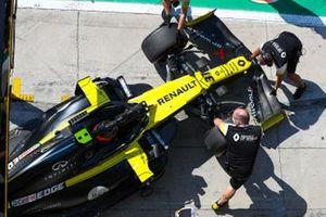 Esteban Ocon, Renault F1 Team R.S.20, is returned to the garage
