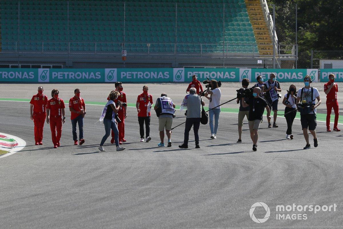 Sebastian Vettel, Ferrari, recorre la pista y es grabado