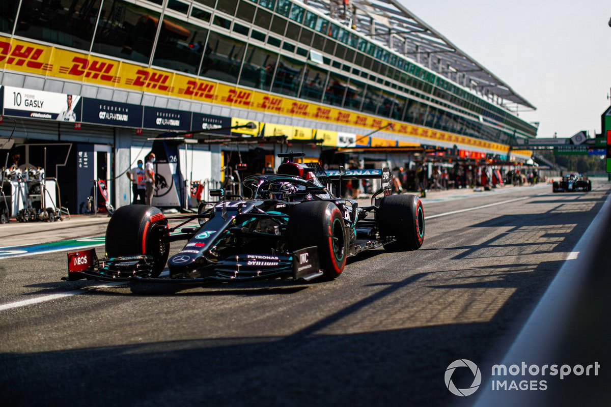 Lewis Hamilton, Mercedes F1 W11, in pit lane