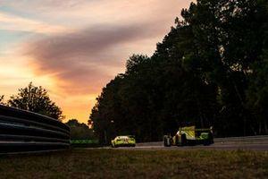 #70 Mr Racing Ferrari 488 GTE Evo: Kei Cozzolino, Takeshi Kimura, Vincent Abril, #34 Inter Europol Competition Ligier JSP217 - Gibson: Jakub Smiechowski, Rene Binder, Matevos Isaakyan