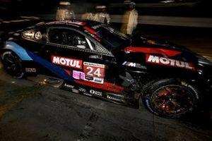 #24 BMW Team RLL BMW M8 GTE, GTLM: John Edwards, Jesse Krohn, Augusto Farfus, pit stop
