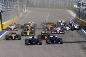 Lewis Hamilton, Mercedes F1 W11 Valtteri Bottas, Mercedes F1 W11, Max Verstappen, Red Bull Racing RB16 and Daniel Ricciardo, Renault F1 Team R.S.20 at the start of the race