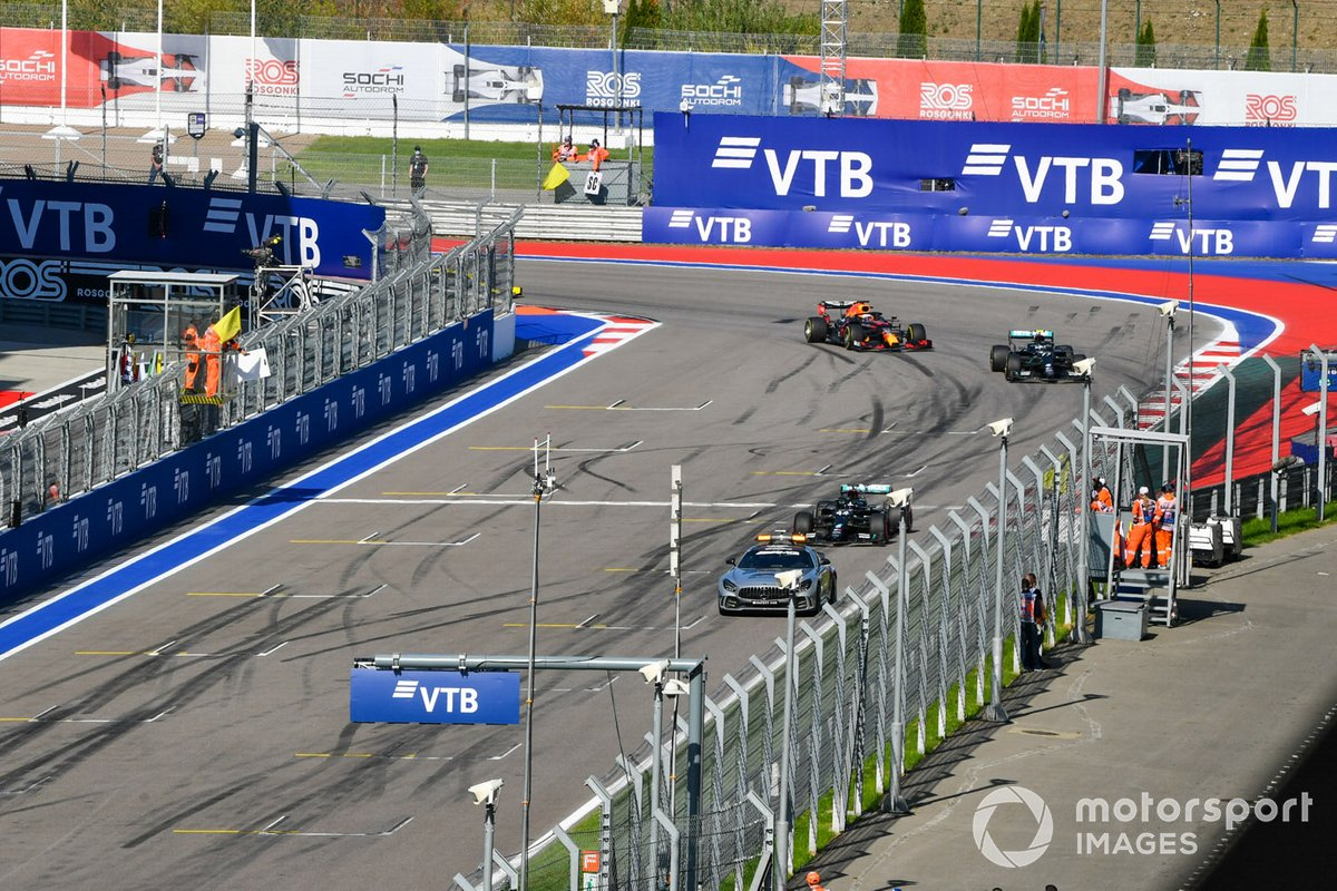 La Safety Car Lewis Hamilton, Mercedes F1 W11, Valtteri Bottas, Mercedes F1 W11, eMax Verstappen, Red Bull Racing RB16